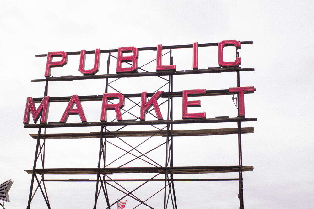rae-ann-kelly-little-tourist-guide-pike-place-market-9805-2