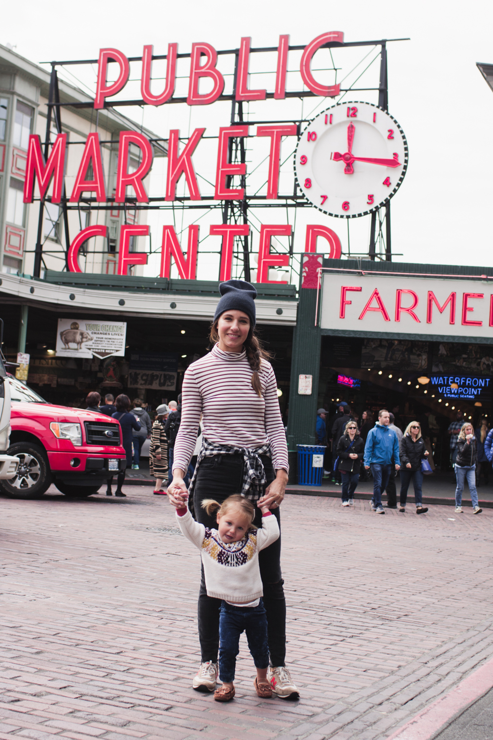 rae-ann-kelly-little-tourist-guide-pike-place-market-9814