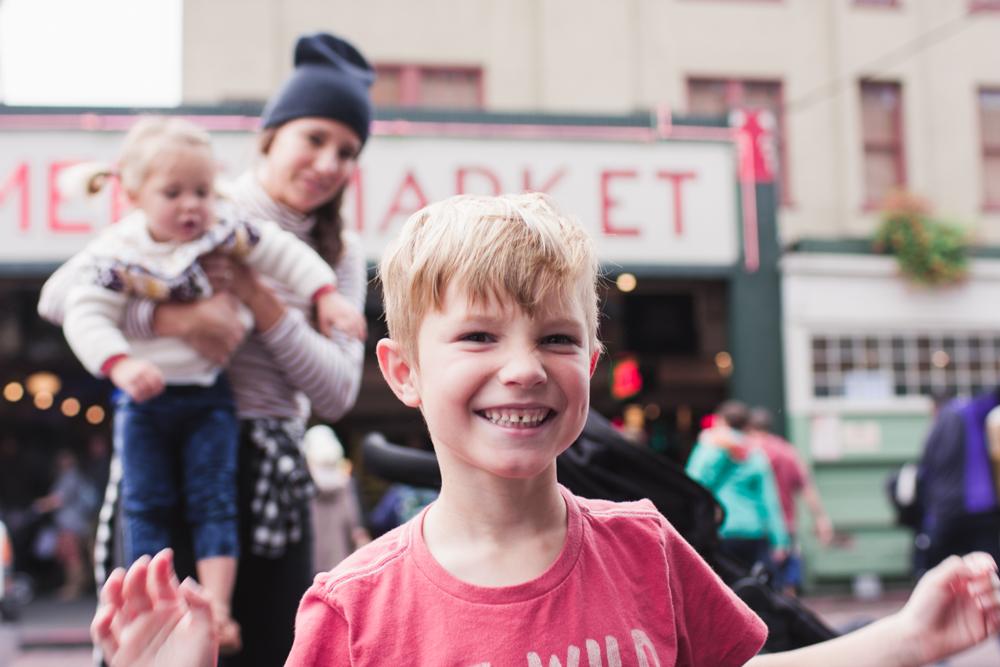 rae-ann-kelly-little-tourist-guide-pike-place-market-9840