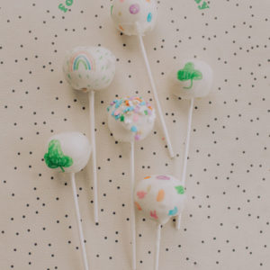 handmade-decorated-doodle-cake-pops-1